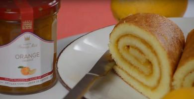 Biscuit madeleine roulé à la confiture d'orange